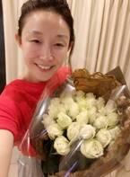 小原正子、夫からアメリカ式に花束のプレゼント「無頓着な男性の方々には是非 見習っていただきたい!」