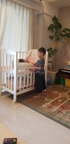 小原正子、生後5日の妹をあやす長男の動画を公開「最高のお兄さん」「癒されまくり」の声