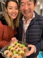 東尾理子、すみれから一家にバレンタインのチョコもらい「喜ぶメンズたち」