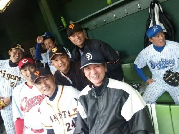 大島康徳、珍しく桑田真澄も参加しプロ野球OBと集合写真「嬉しいなぁ」