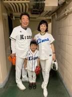 """東尾理子、""""3世代始球式""""で6歳息子がノーバウンド「凄い」「感動」の声"""