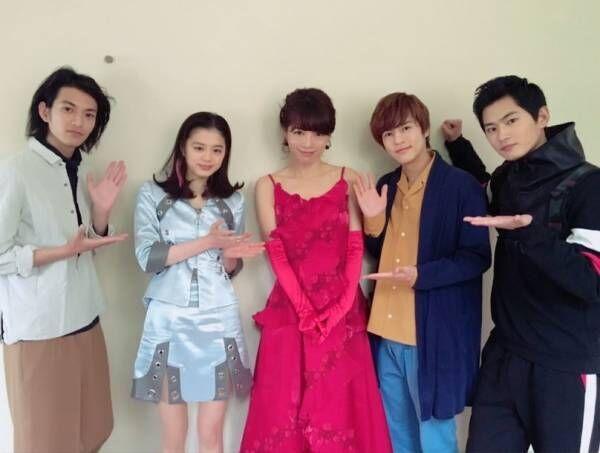 釈由美子、『仮面ライダージオウ』の出演者との写真を公開「レベルの高さにビックリ!!」
