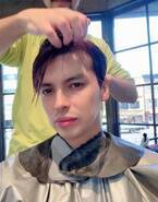 アレク、髪色を紫にイメチェン「ロマンティックハートみたいに」