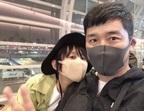 高橋愛、お気に入りのマスクで夫・あべこうじと2ショット「ベージュがお気に入り!!!」