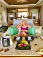 お笑いコンビ・まんぷくフーフー、念願の新婚旅行で高級ホテルに宿泊「プライベートプールなんて初めて」