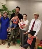 小原正子、娘のお食い初めで家族ショットを公開「おめでとうございます」「幸せいっぱいですね」の声