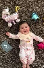 相沢まき、5か月の娘に初離乳食を食べさせる動画を公開「お気に召さなかったよう」