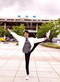 よしお兄さん、新潟駅で披露したY字バランスに「美しい」「脚なが!」の声