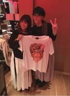 """小川菜摘、KABA.ちゃんにもらった""""イカした""""Tシャツを公開"""
