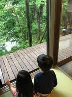 友利新、出産前に4人最後の家族旅行「虫の声に子供達と癒されています」
