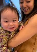 """東尾理子、すみれに抱っこされ""""大喜び""""の次女を公開「可愛い姉妹」「いい写真」の声"""