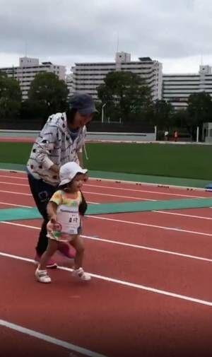 金田朋子、2歳の娘が400mを完走「すごーい!」「遺伝子ですね!」の声
