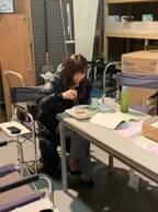 倉科カナ、撮影の合間の昼食風景を公開「この時期にダウンを着ております」