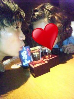 """ノンスタ石田、妻と""""よく飲みに行っていた頃""""の2ショットを公開「もともと嫁さんも飲んべえ」"""