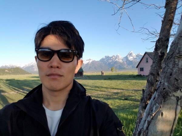 鈴木亮平、久々のプライベート旅行で再会した人物「何て素敵な生き方!」