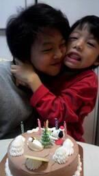 渡辺美奈代、幼い頃の息子達の写真を公開「仲良し兄弟」