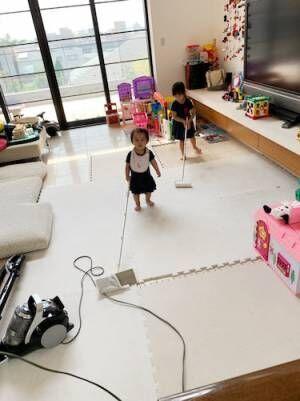 東尾理子、掃除をする娘たちの姿を公開「可愛い」「偉いね!」の声