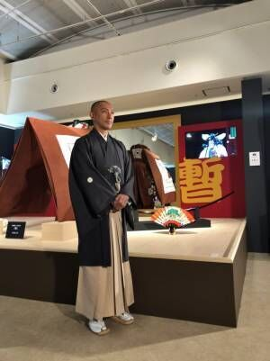市川海老蔵、團十郎襲名を記念した展覧会へ「お時間あれば見に来てください」