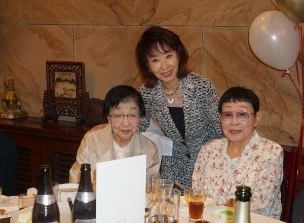 三田佳子、石井ふく子氏の誕生日会への出席を報告「すごい顔ぶれ」「貴重なお写真」の声