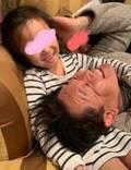 花田虎上、末娘に膝枕してもらっている写真公開「最高に癒されますね」「嬉しそう」の声