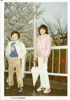 藤原紀香、子どもの頃の写真に「足ながっ」「オーラが出てます」の声