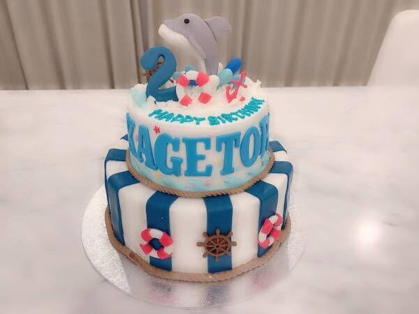 """川崎希、息子の誕生日に豪華な""""イルカケーキ""""「どこからカットするか迷うよ~」"""
