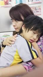 """渡辺美奈代、次男を抱っこしている""""懐かしい写真""""を公開「可愛い」の声"""