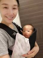 小原正子、長女の抱っこ紐デビューを報告「これで 少しは家事ができる」