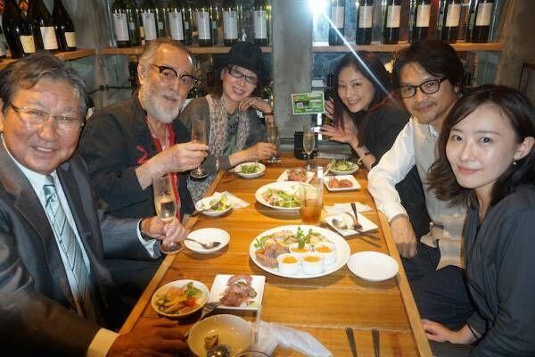 三田佳子、常盤貴子や仲代達矢らと肉バルへ「美味しいお肉が続々と」