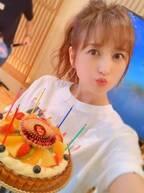 小松彩夏、誕生日ケーキをもらうも「スタッフの悪意(愛)を感じます!!笑」