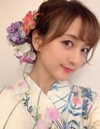 小松彩夏、浴衣に合わせたヘアアレンジを公開「可愛らしいお花を付けてもらえてルンルン」