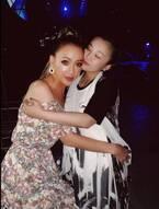 GENKING、妊娠中の華原朋美とのハグショットを公開「ともちゃん大好き」