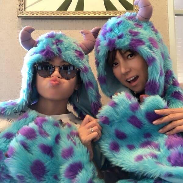 hitomi、娘とTDLへ行き2ショットを公開「このような事も少ないから…」