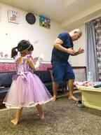はんにゃ・川島の妻、娘が三瓶と踊るも「そのダンス、ちょっと違うんですよ~」