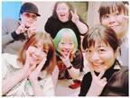 三倉茉奈、小川菜摘の自宅パーティで手料理を堪能「何とも豪華で濃いメンバー」「笑顔いっぱい」の声