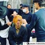 """PINKY、夫・窪塚洋介の""""サンジ""""なりきりオフショットを公開「似合いすぎ」「適役」の声"""