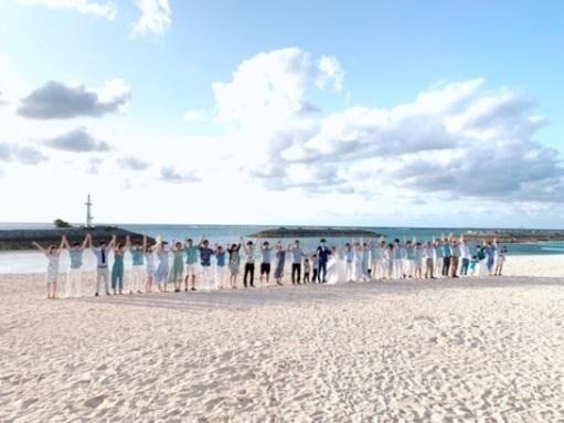 矢口真里、挙式での砂浜ショットを公開 ドレスコードは「水色orグリーン系」