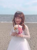 尾木ママ、海岸でウェディングドレス姿を披露し「可愛すぎ」「お似合いです」の声