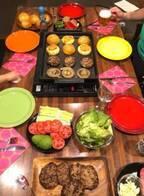みきママ、娘の誕生日パーティー用に作った夕食とケーキ「驚かせるぞー!!」