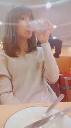 山川恵里佳、サイゼリヤでグラス片手に娘の恋バナ「いいなーうらやましい…」