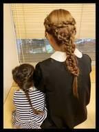 ギャル曽根、3歳娘とお揃いのヘアスタイルを公開「後ろ姿が親子そっくり」「可愛い」の声