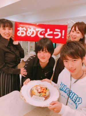 渡辺美奈代、西村知美親子と自宅で入学祝い「親子二代で高校の同級生」