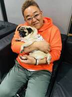 伊達みきお、坂上忍の愛犬・パグゾウを抱っこする姿に「どことなく似てます」「癒されます」の声