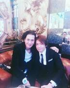 城咲仁、復帰中のホストクラブに来店した大沢樹生と2ショット「いつも優しく気にかけてくださる兄貴」