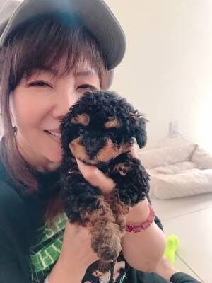 """小川菜摘、ママ友の家で""""新しい家族""""にメロメロ「癒されまくりでした」"""