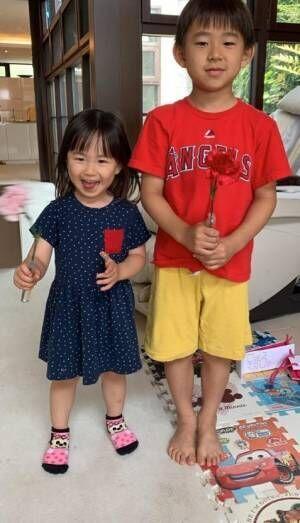 """東尾理子、母の日に貰った""""お花や絵""""を公開「私ってお母さんなんだ、、、」"""