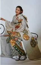 細川直美、20歳頃の振り袖姿を公開「可愛らしくて美しい」「とてもステキ」の声