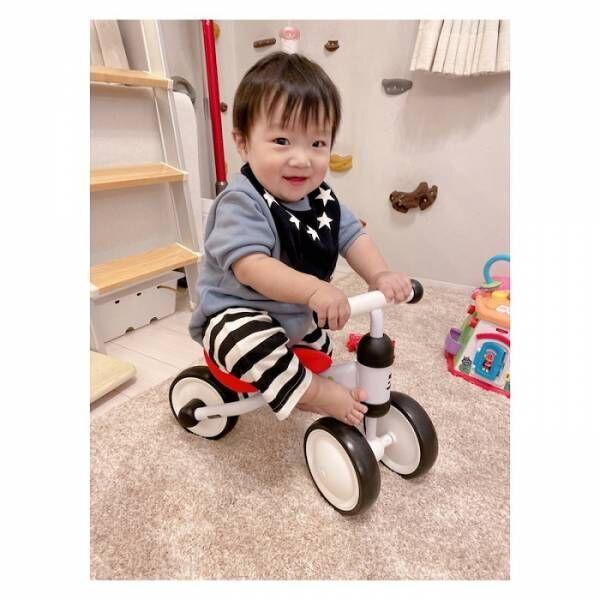 辻希美、1歳になった三男が三輪車にまたがる姿を公開「家中で大暴走するんだろうなぁ笑」
