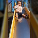 金田朋子、娘が滑り台を1人で滑る動画に「びっくり!!!!」
