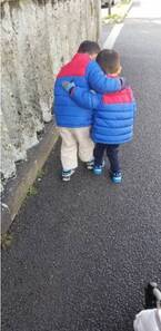 小原正子、二人三脚をする息子達の後ろ姿を公開「母心にウルウル」「泣けます」の声